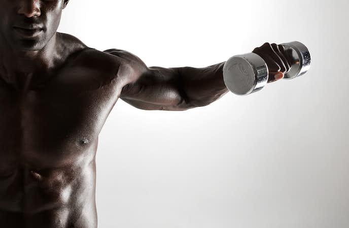 棘下筋を鍛えられるダンベルトレーニング