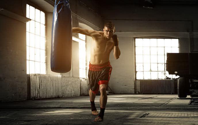 内腹斜筋を鍛えられるシャドウボクシング