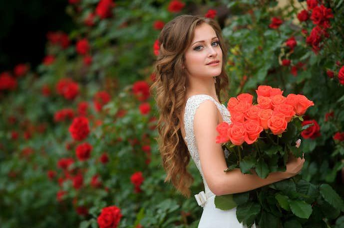 彼女へのクリスマスプレゼントにバラの花束