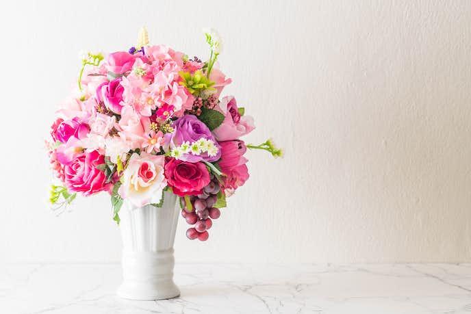 結婚祝いに花瓶をプレゼントする