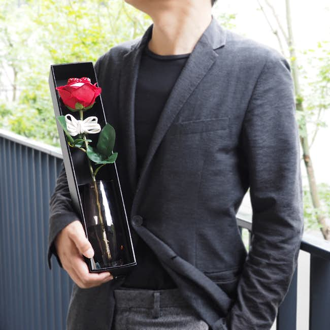 彼女への3年記念日のプレゼントにメリアルームの紅いバラ一本.jpg