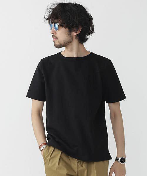 無地のポートネックTシャツ