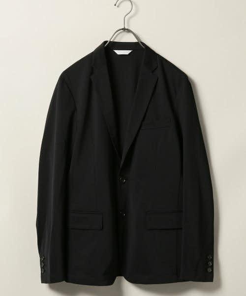 スタンダードな黒のテーラードジャケット
