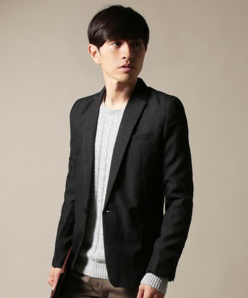 おしゃれな黒のテーラードジャケット