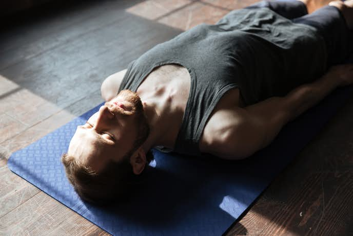 腹横筋を鍛えられるドローイングトレーニング