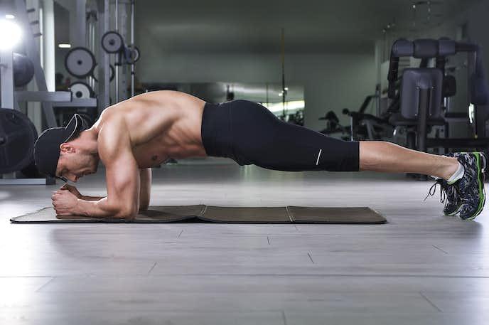 腹直筋を鍛えられるプランクトレーニング