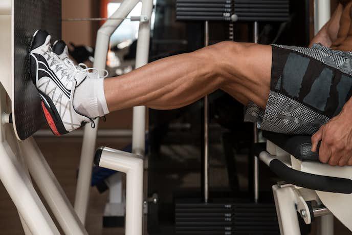 腓腹筋を鍛えられるマシントレーニング