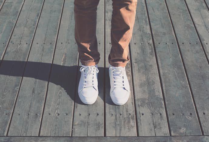 メンズの白スニーカーコーデ