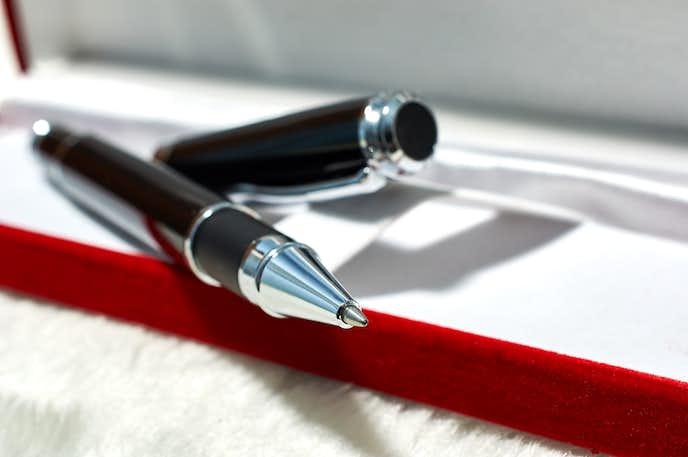 クリスマスプレゼントにおすすめのボールペン