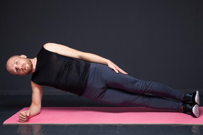 大腿筋膜張筋を鍛えられるサイドヒップリフト