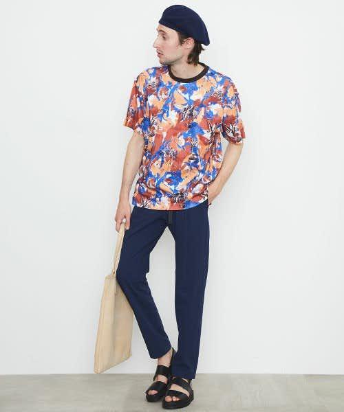 Tシャツ以外を同系色でまとめたコーデ