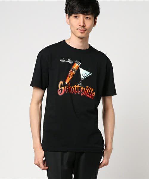 ストリート系のカジュアルTシャツ