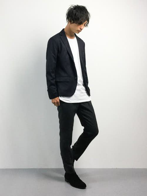 UネックTシャツとジャケットのメンズコーディネート