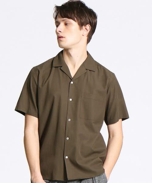 光沢感のある上品なオープンカラーシャツ