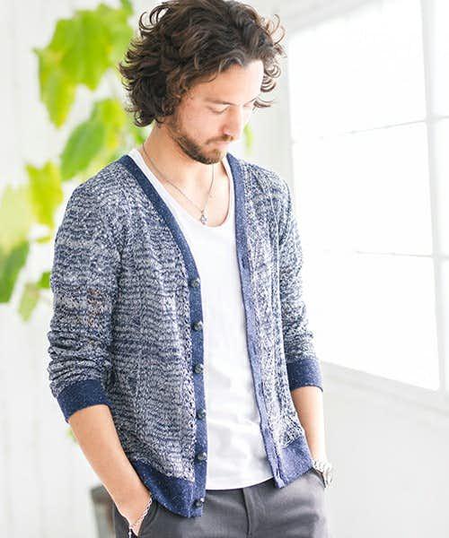 編みが特徴的な作りのカーディ