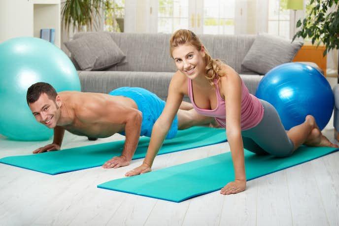 二の腕痩せに効果的な自宅トレーニング