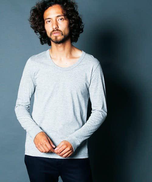Uネックのゆったり長袖Tシャツ