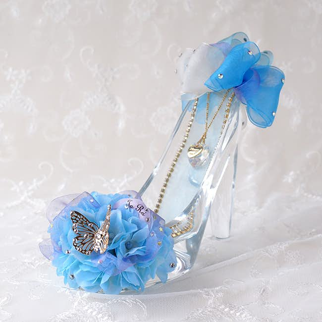 プロポーズのプレゼントにメリアルームのシンデレラのガラスの靴.jpg