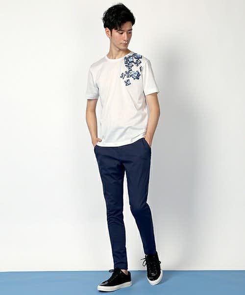 遊び心あるカジュアルなTシャツとも相性抜群