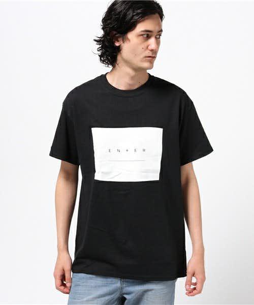 主張の強いロゴTシャツ