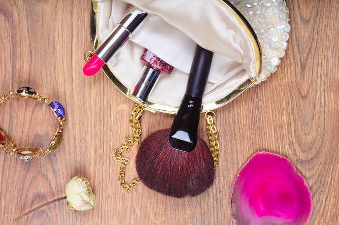 女性への送別会のプレゼントに化粧ポーチ