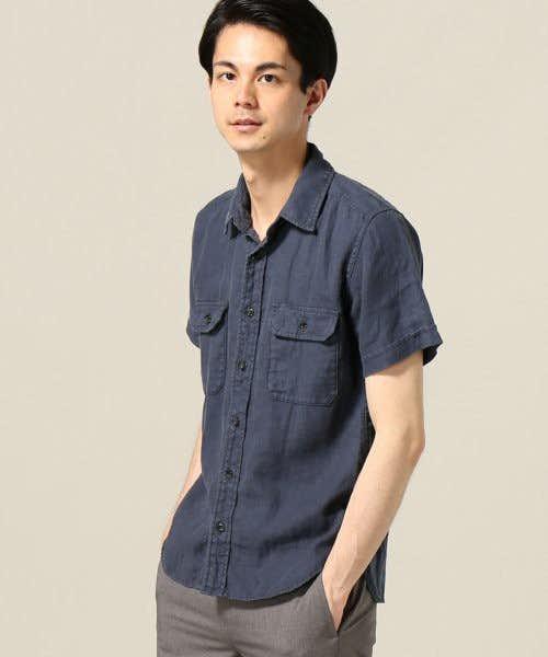 特徴的な生地感がポイントのシャツ