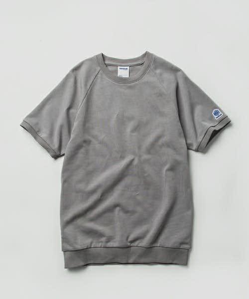 リーボックの人気UネックTシャツ