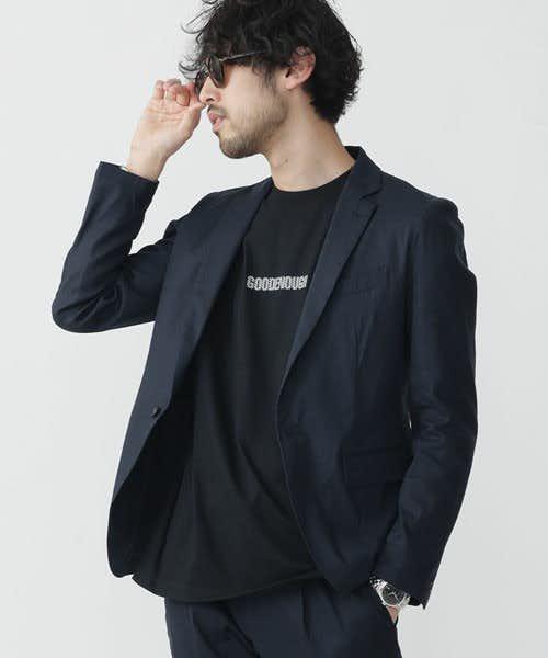 通気性の強いリネン素材で作られたジャケット