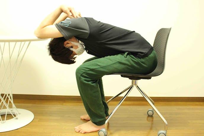 肩関節と腕のストレッチ方法