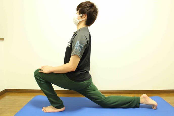 股関節と太ももを伸ばせるストレッチのやり方