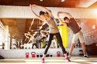 【太もものストレッチ方法】オフィス&家で寝ながら出来る柔軟体操7選 | Smartlog