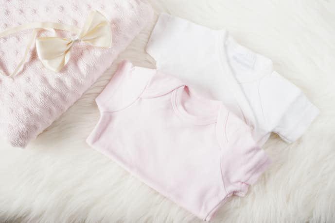 女の子への出産祝いプレゼントはロンパース