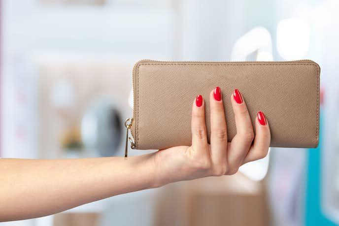 大学生の彼女に贈るクリスマスプレゼントに財布
