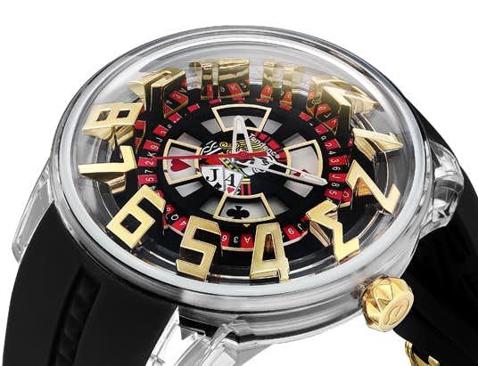 ドーム型のガラスケースの時計