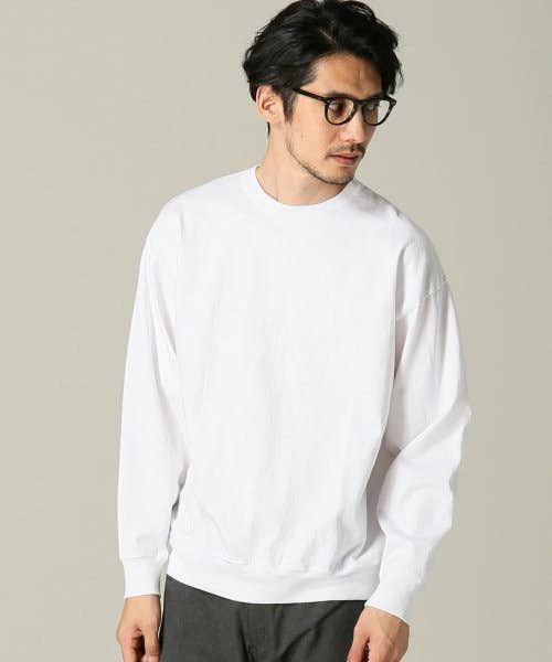 王道的なデザインの長袖Tシャツ