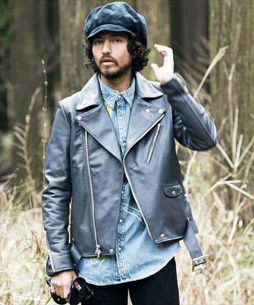 牛革で作られた味のあるジャケット