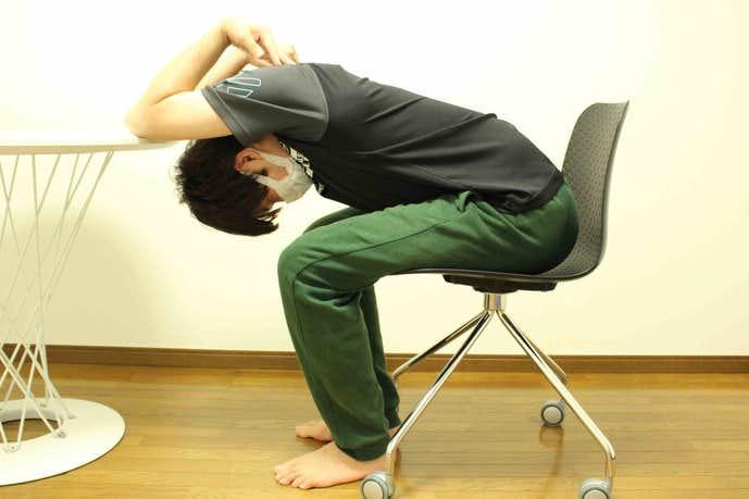 上腕三頭筋・短頭を伸ばせる柔軟体操