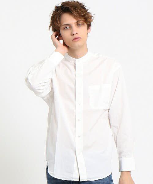 背中にボリューム感のあるシャツ