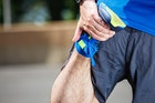 【大腿四頭筋のストレッチ方法】太もも前を伸ばす効果的な柔軟体操6選 | Smartlog