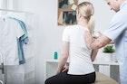 【肩甲骨のストレッチ方法】硬い筋肉を柔らかくする効果的なやり方とは | Divorcecertificate