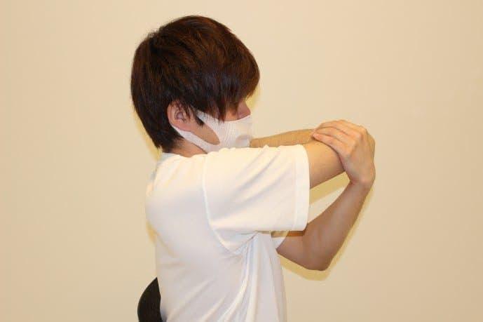 肩関節(三角筋)のストレッチ方法