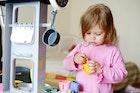 2歳になる女の子が喜ぶ誕生日プレゼント。室内遊びが楽しくなるおもちゃを厳選 | Smartlog