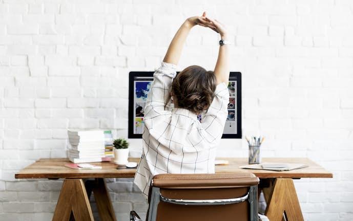 オフィスで出来る腰のストレッチ