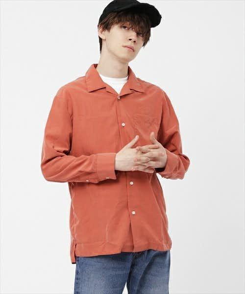 柔らかな素材感のシャツ