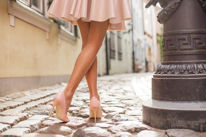 脚の細いモデル体型を目指す女性