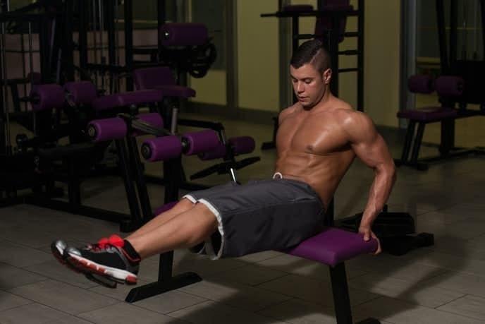 腹筋下部を効果的に鍛えられる自重トレーニングメニュー