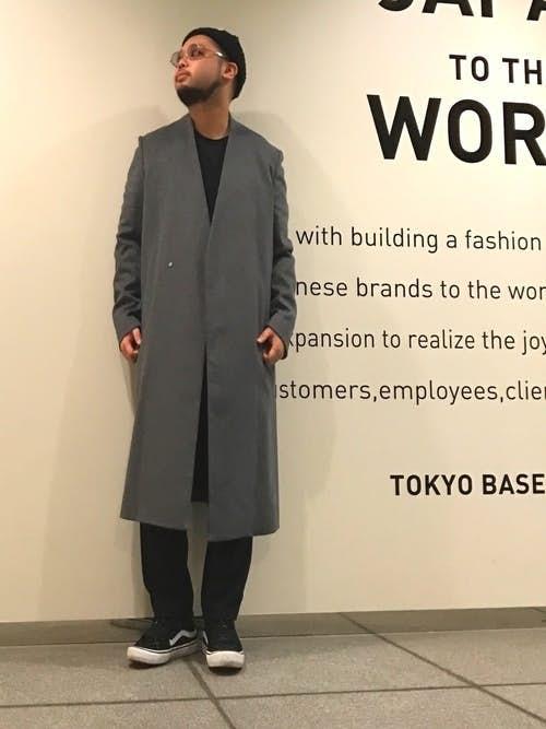 チェスターコートを使った大人のモードスタイル