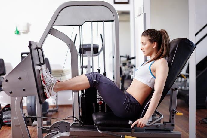 筋肉が鍛えられて太ももが太い女性