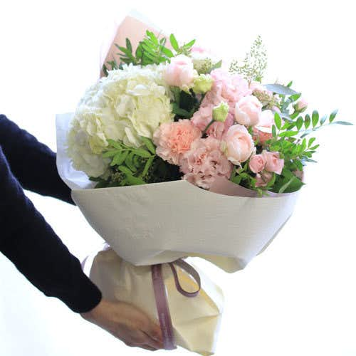 1万円の女性へのプレゼントは青山フラワーマーケットの花束