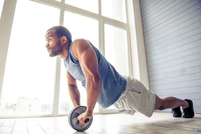 腹筋ローラーで腹筋の下部を鍛える方法